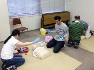 写真1:心配蘇生とAED訓練