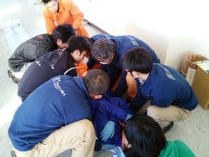救助者7名によるリフト
