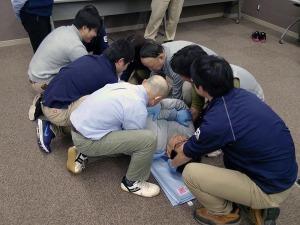 写真4:救助者7名によるリフト