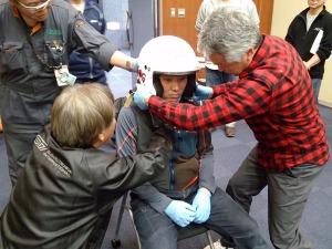 写真3:ヘルメット&HANS