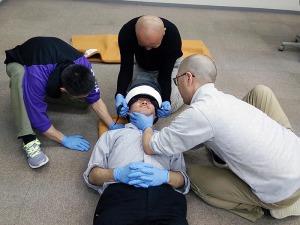写真3:ヘルメットの取り扱い