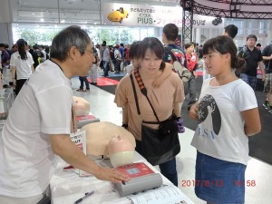 写真3:AED操作体験