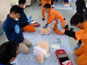 写真1:心肺蘇生とAED使用