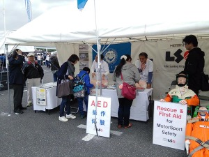 写真2:AED操作体験